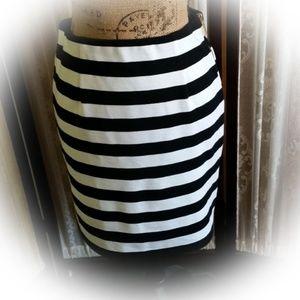 Vince Camuto Black & ivory Stripe Skirt-Size 4-EUC